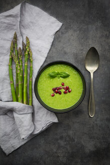 Green asparagus soup with pomegranate seeds and basil - LVF07005