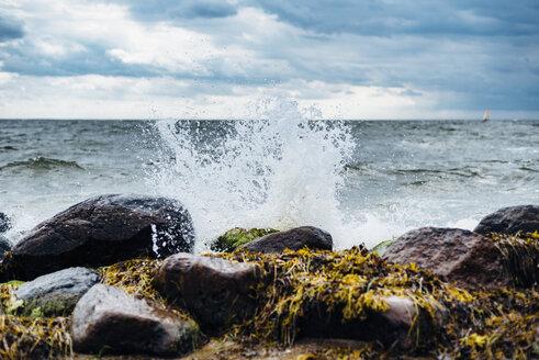 Germany, Ruegen, water splashing at the coast - MJF02297