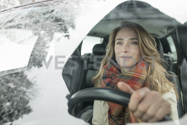 Woman behind wheel in winter - CUF17406