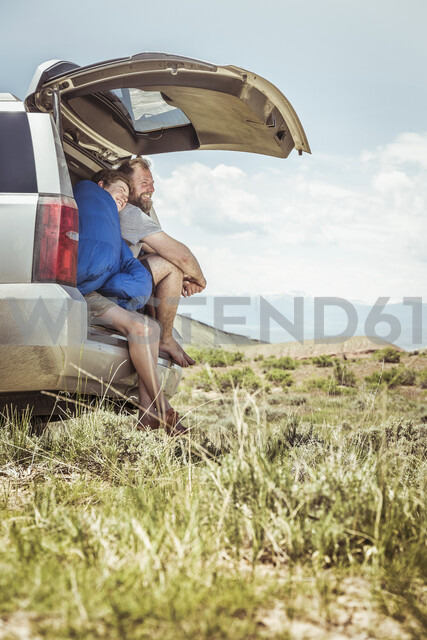 Mature man and teenage son looking out from off road vehicle, Bridger, Montana, USA - CUF17418 - SuHP/Westend61