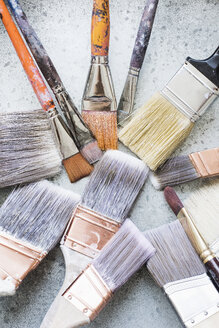 Assortment of paint brushes - ISF06679