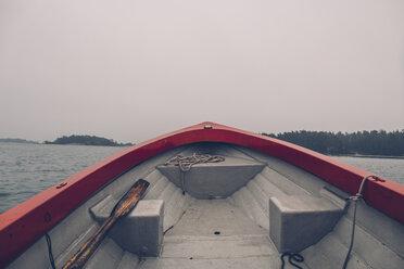 Sweden, Sodermanland, boat on the sea in archipelago landscape - GUSF00940