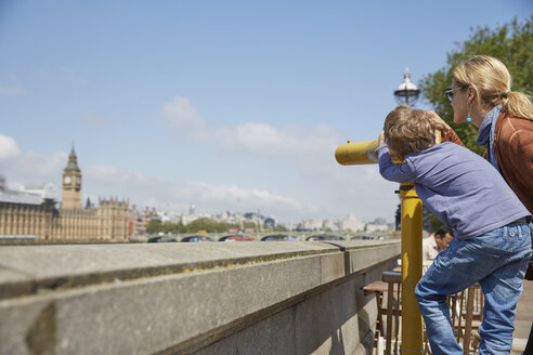 Mother and son using coin operated binoculars - CUF20569