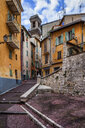 France, Provence-Alpes-Cote d'Azur, Nice, Old town, alley and houses - ABOF00366