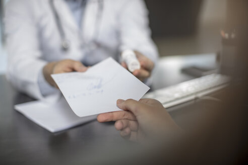 Doctor giving patient a note - ZEF15514