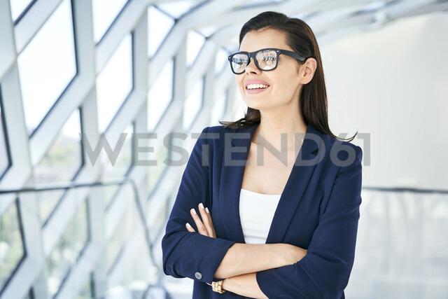Portrait of smiling businesswoman looking sideways - BSZF00512 - Bartek Szewczyk/Westend61