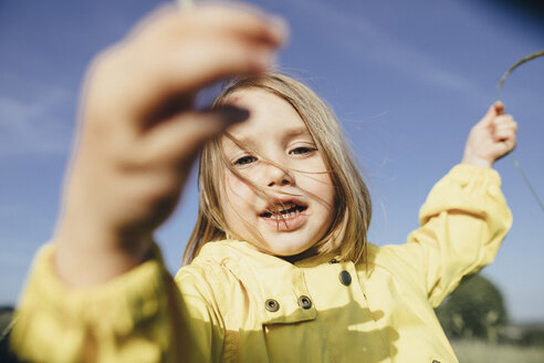 Portrait of little girl in nature - KMKF00259
