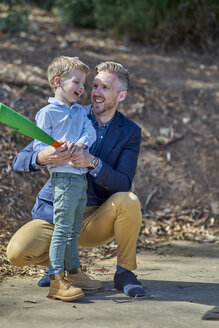 Happy father and son playing with foam baseball bat - BEF00157