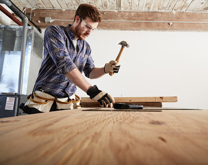Carpenter in workshop using hammer - ISF08218