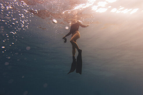 Woman treading water near surface of sea - ISF08767