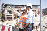 Construction worker talking to man on construction site - MOEF01258