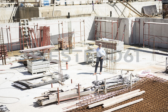 Man on cell phone on construction site - MOEF01309 - Robijn Page/Westend61