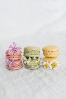 Macarons and blossoms - JPF00325
