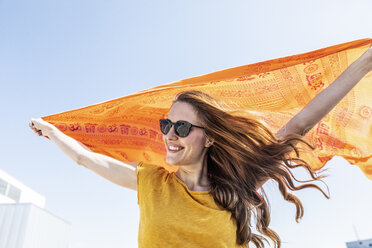 Portrait of smiling woman with sunglasses and cloth - FMKF05111
