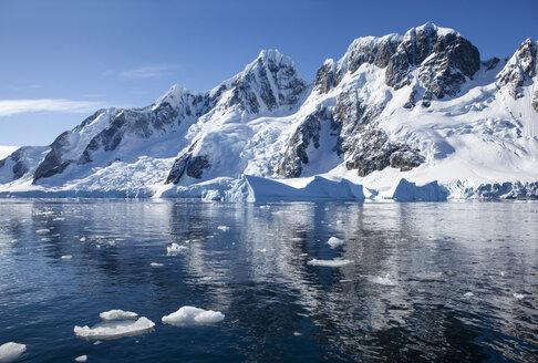 Antarctic, Antarctic Peninsula, iceberg in Antarctic Ocean - CVF00676
