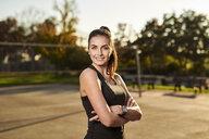 Portrait of sportive woman - MMIF00125