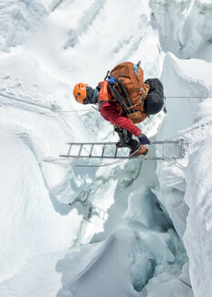Nepal, Solo Khumbu, Everest, Sagamartha National Park, Mountaineer crossing icefall at Western Cwm - ALRF01236