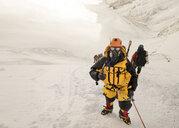 Nepal, Solo Khumbu, Everest, Sagamartha National Park, Roped team ascending, wearing oxigen masks - ALRF01260