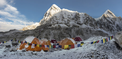 Nepal, Solo Khumbu, Everest, Sagamartha National Park, Tents at the Base camp - ALRF01266