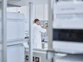 Chemist working in laboratory - CVF00729