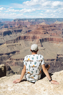 USA, Arizona, Young man enjoying the landscape of Grand Canyon National Park - GEMF02065
