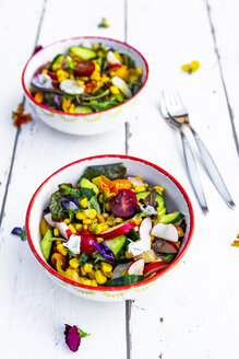 Bowls of mixed salad with edible flowers - SARF03773