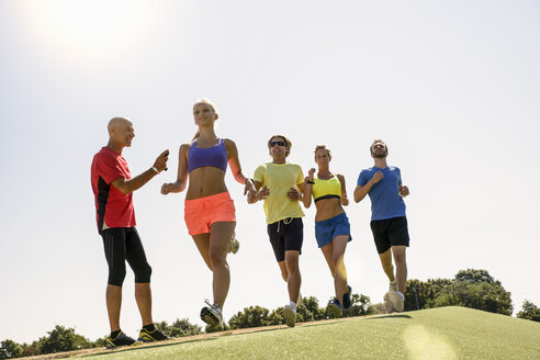 Group of runners being timed by trainer - CUF26026