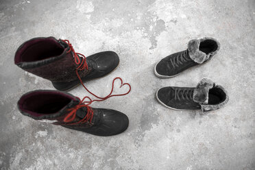 Two pair of shoes, symbol love - REAF00265