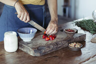 Woman preparing cutting strawberries on cutting board - ALBF00342