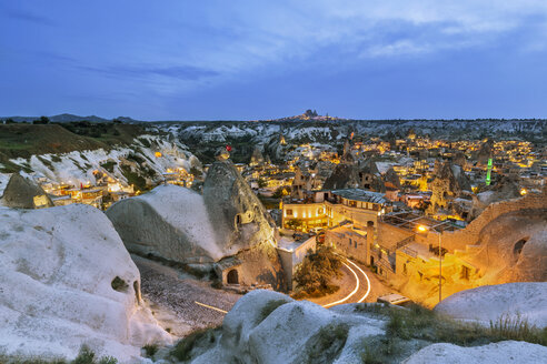Turkey, Aksaray Province, Guezelyurt, Cappadocia, Goereme in the evening - FPF00177