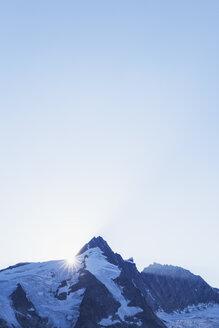 Austria, Carinthia, sundown, last sunbeams of the day at Grossglockner peak, High Tauern National Park - GWF05545