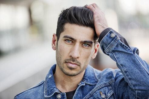Portrait of young man wearing jeans jacket - JATF01058
