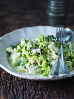 Creamed green vegetables in cheesy bacon sauce - CUF30294