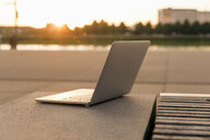 Laptop outddors at sunset - FMKF05173