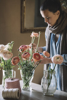 Woman arranging fresh flowers - ALBF00459