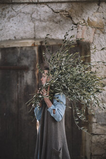 Woman carrying twigs - ALBF00477