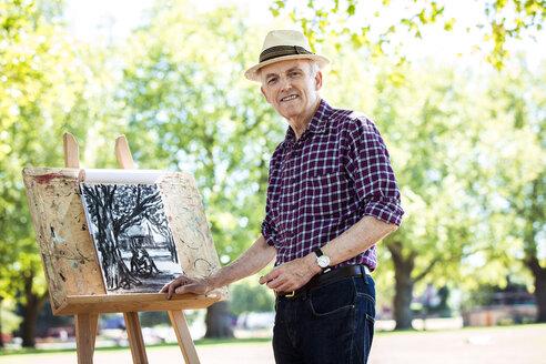 Senior man drawing in park, Hackney, London - CUF31954