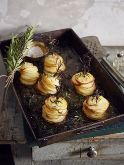 Roasted shaved potatoes with rosemary and salt - CUF32197