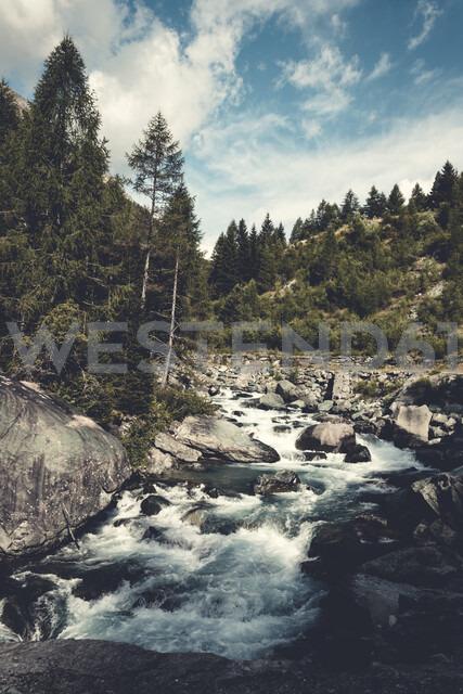 Italy, Lombardy, Chiesa in Valmalenco, mountain stream Mallero - DWIF00928
