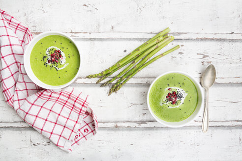 Green asparagus soup with pomegranate seeds and black sesame - LVF07112