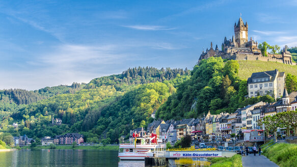 Germany, Rhineland-Palatinate, Cochem, Cochem Castle in Mosel valley - MH00436