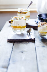Unbaked cheesecake in a glass with passion fruit and nut brittle - SBDF03591