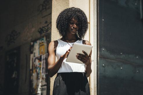 Woman using tablet - OCAF00306