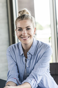 Portrait of a smiling young businesswoman - UUF14228