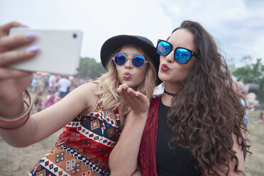 Young people making selfie at music festival - ABIF00601