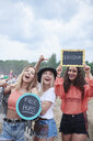 Happy women at the music festival with signs, free hugs, freedom - ABIF00607