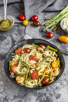 spaghetti with shrimps, green asparagus, tomato, pesto and parmesan - SARF03786