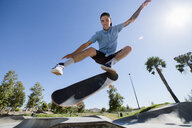 Young man skateboarding in park, Eastvale, California, USA - ISF13275