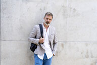 Portrait of casual businessman with backpack - AFVF00642