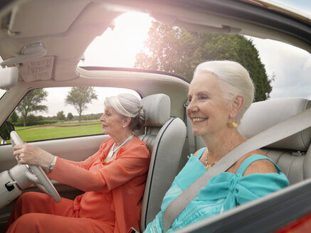 Senior women driving in convertible - CUF33233